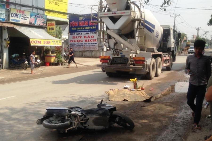 Hiện trường vụ tai nạn sáng 16/7 trên đường Hoàng Hữu Nam khiến một phụ nữ tử vong tại chỗ.