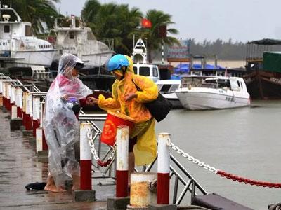 Hội An: 3 ca nô du lịch bị chìm khi đang neo đậu tại bến Cửa Đại