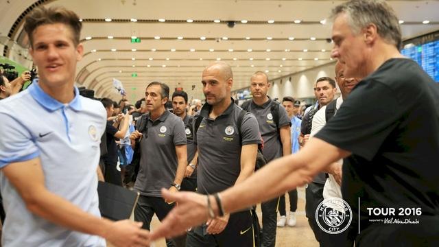 Pep Guardiola và chuyến du đấu đầu tiên cùng với đội bóng nhà giàu của xứ sương mù