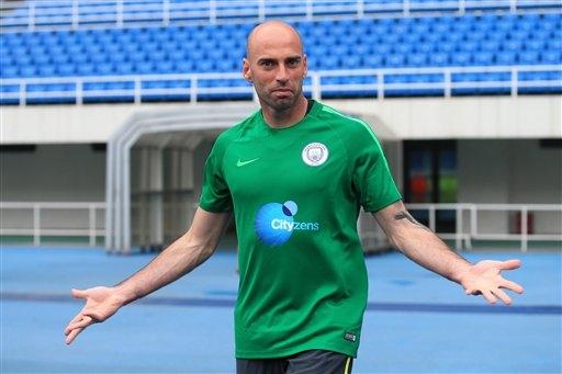Thủ thành lão tướng Caballero. Nhiều khả năng cựu thủ thành của Villareal vẫn tiếp tục gắn bó với Man City trong vai trò người dự bị cho Joe Hart