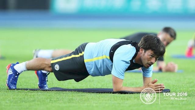David Silva tập luyện rất chăm chỉ sau chuyến bay dài