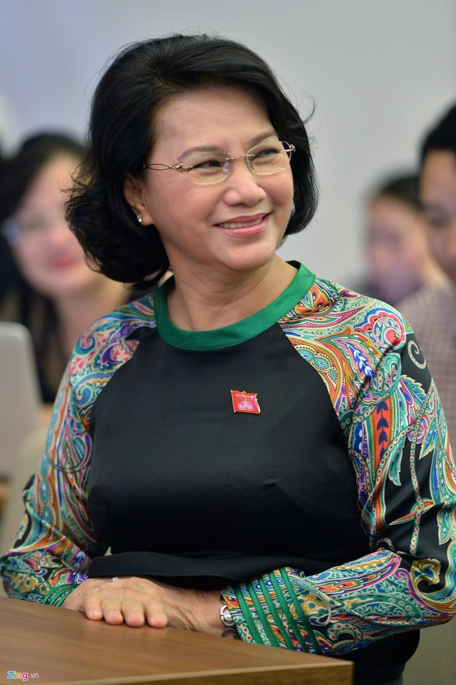 Nhung bo ao dai cua nu Chu tich Quoc hoi Nguyen Thi Kim Ngan hinh anh 15
