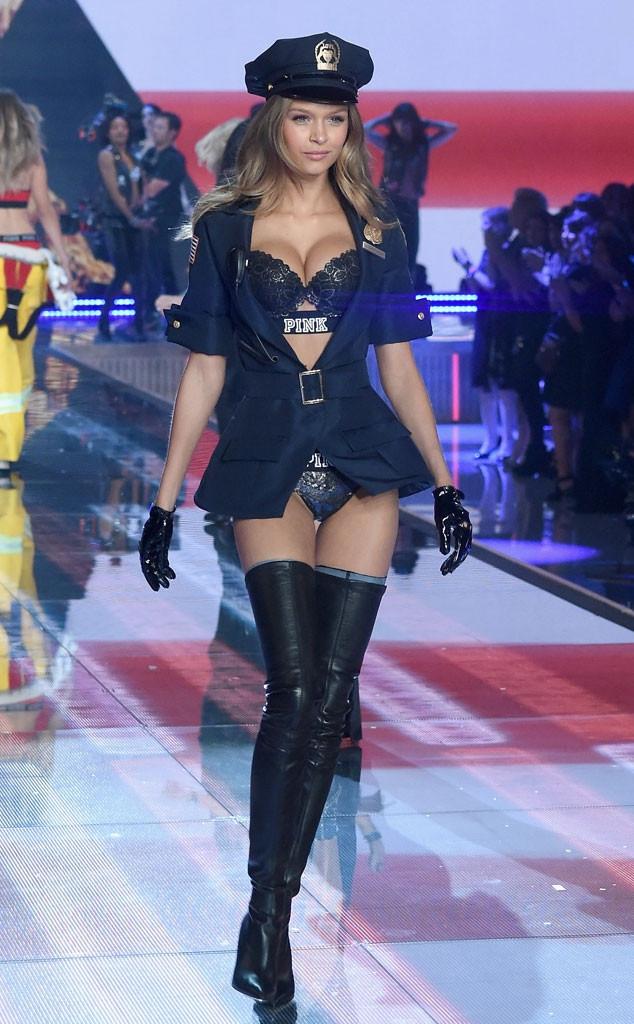 Thiên thần Victorias Secret bất ngờ đăng ảnh check in ở Việt Nam - Ảnh 3.