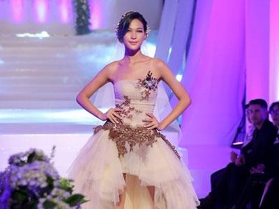 Mai Ngô chê Diệp Linh Châu catwalk như đàn ông mặc váy