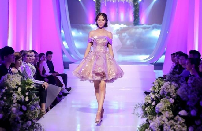 Mai Ngo che Diep Linh Chau catwalk nhu dan ong mac vay hinh anh 7