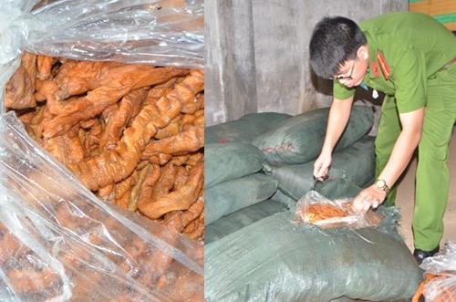 Móng Cái: Tiêu hủy gần 2 vạn gà giống nhập lậu, 2 tấn lòng thối  - Ảnh 1.