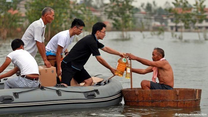 Mưa lũ ở Trung Quốc khiến 111 người mất tích Ảnh: DPA