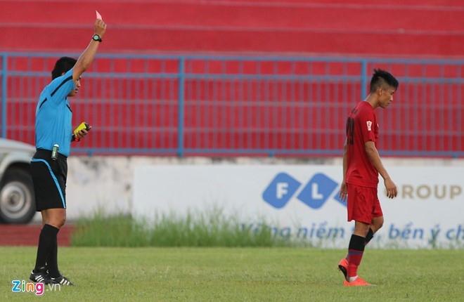 CDV Hai Phong lao xuong san doi 'an thua' voi trong tai hinh anh 6