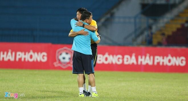 CDV Hai Phong lao xuong san doi 'an thua' voi trong tai hinh anh 10