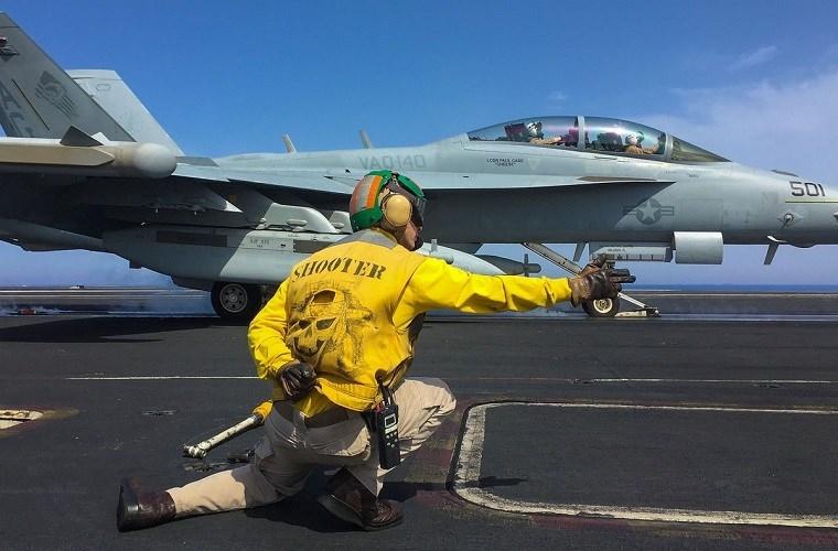 He mo cuoc song tren tau san bay USS Harry S. Truman-Hinh-3