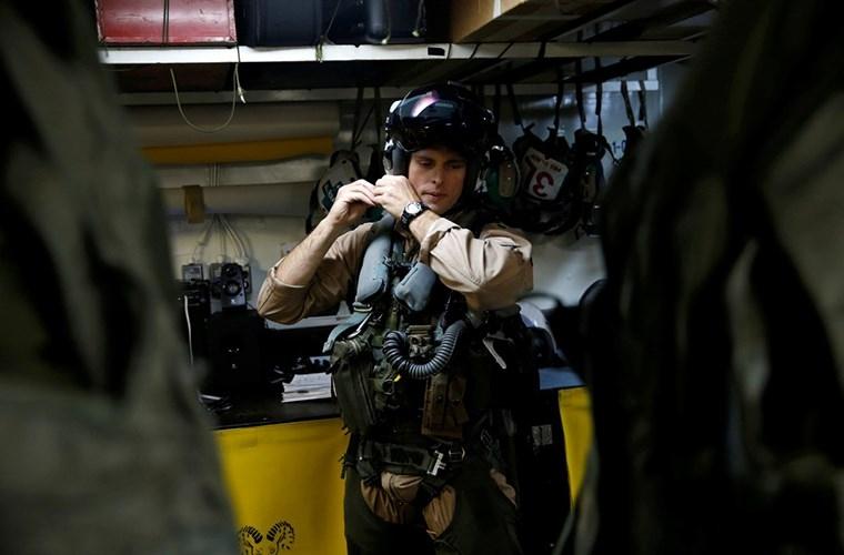He mo cuoc song tren tau san bay USS Harry S. Truman-Hinh-4