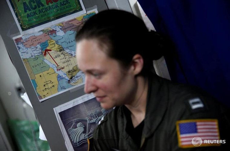 He mo cuoc song tren tau san bay USS Harry S. Truman-Hinh-12