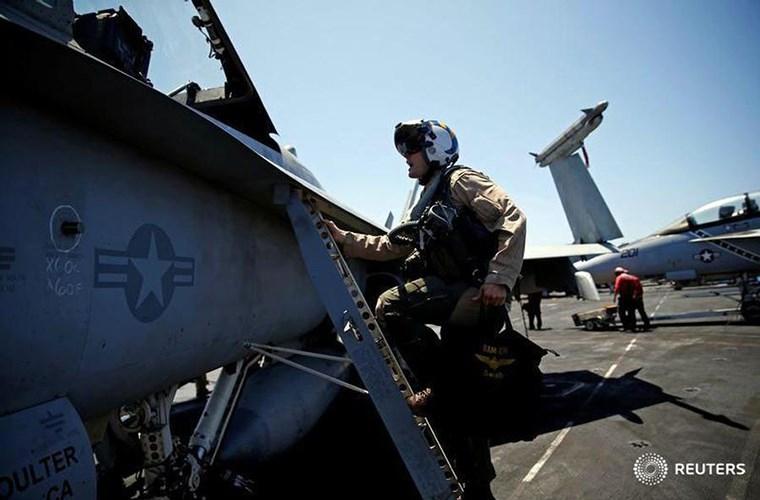 He mo cuoc song tren tau san bay USS Harry S. Truman-Hinh-14