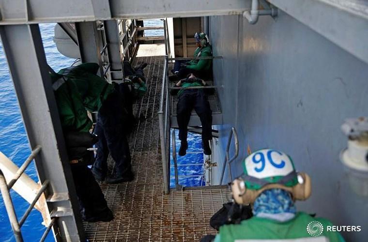 He mo cuoc song tren tau san bay USS Harry S. Truman-Hinh-17