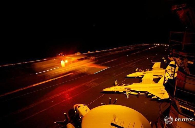 He mo cuoc song tren tau san bay USS Harry S. Truman-Hinh-18