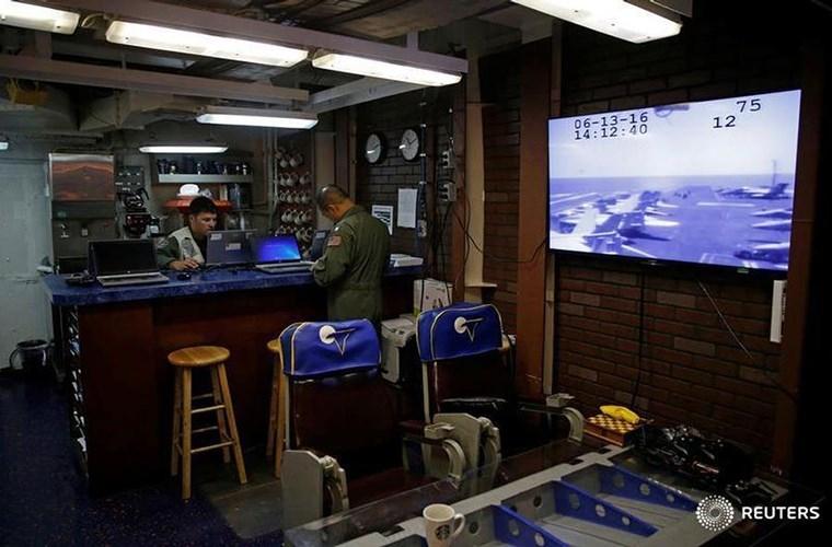 He mo cuoc song tren tau san bay USS Harry S. Truman-Hinh-19