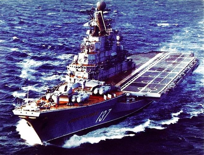 Hoanh trang tau san bay khong lo lop Kiev cua Nga-Hinh-9