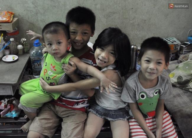 Mẹ bỏ đi, 11 anh em chen chúc sống trong căn nhà chật hẹp ở Sài Gòn - Ảnh 3.