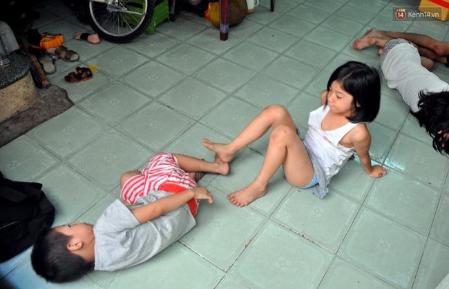 Mẹ bỏ đi, 11 anh em chen chúc sống trong căn nhà chật hẹp ở Sài Gòn - Ảnh 11.