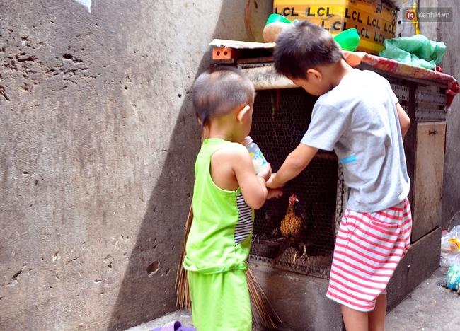 Mẹ bỏ đi, 11 anh em chen chúc sống trong căn nhà chật hẹp ở Sài Gòn - Ảnh 13.