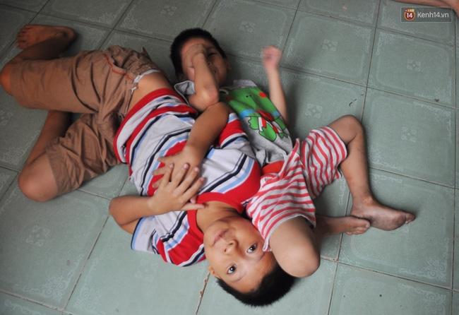 Mẹ bỏ đi, 11 anh em chen chúc sống trong căn nhà chật hẹp ở Sài Gòn - Ảnh 15.
