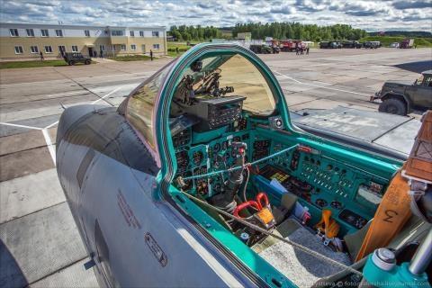 Tiem kich tuong lai MiG-41 doi dau nguoi khong lo Boeing X-51