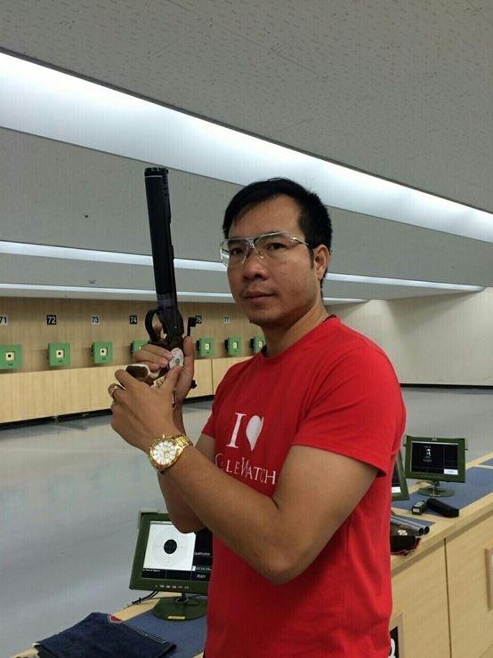 Hoàng Xuân Vinh tập luyện cho Olympic Rio 2016.