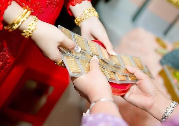 Choáng với với những đám cưới chẳng có gì ngoài vàng