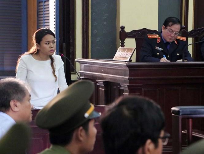 Bà Trần Ngọc Bích trả lời tại tòa  /// Ảnh: Đào Ngọc Thạch