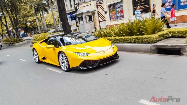 Nổi bật nhất là chiếc Lamborghini Huracan màu vàng mang biển tứ quý 8 của Cường Đô la.