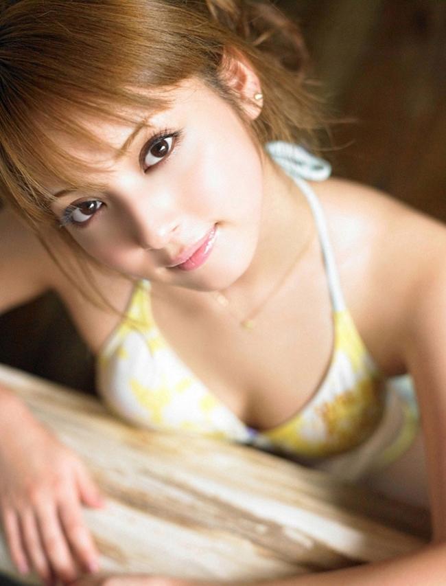 """""""Mỹ nhân đẹp nhất Nhật Bản"""" sở hữu làn da trắng sứ cùng nụ cười tự nhiên, ngọt ngào."""