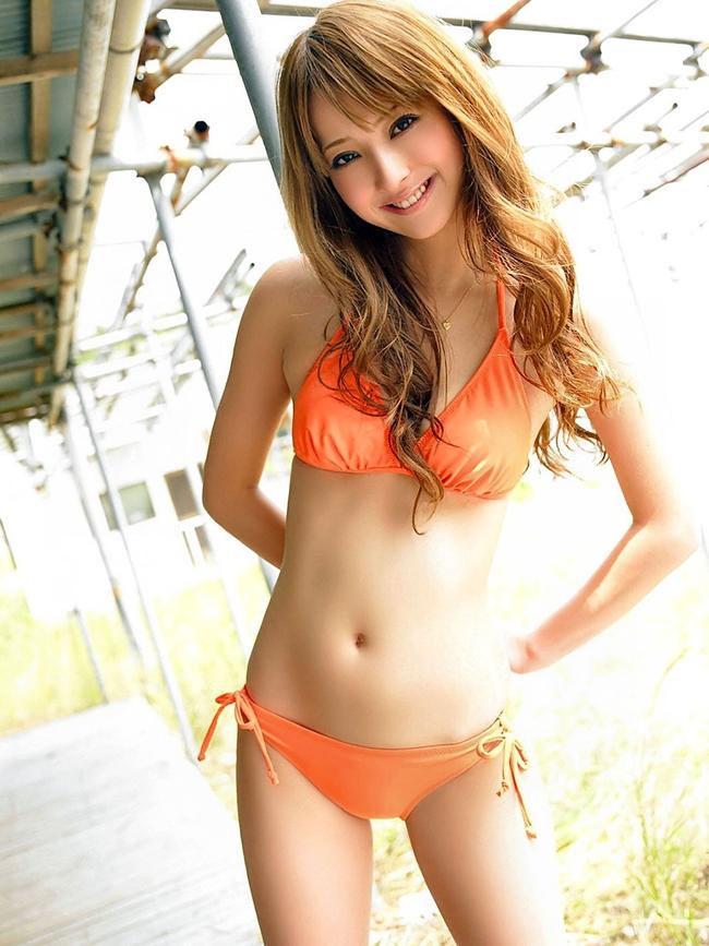 Điểm mạnh của Sasaki là nụ cười tươi, rạng rỡ cùng ánh mắt tràn đầy sức sống.