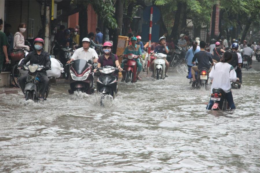 Từ tối nay (27/7) đến hết đêm 28/7 khu vực Hà Nội có mưa rất to, lượng mưa khoảng 100-200mm.