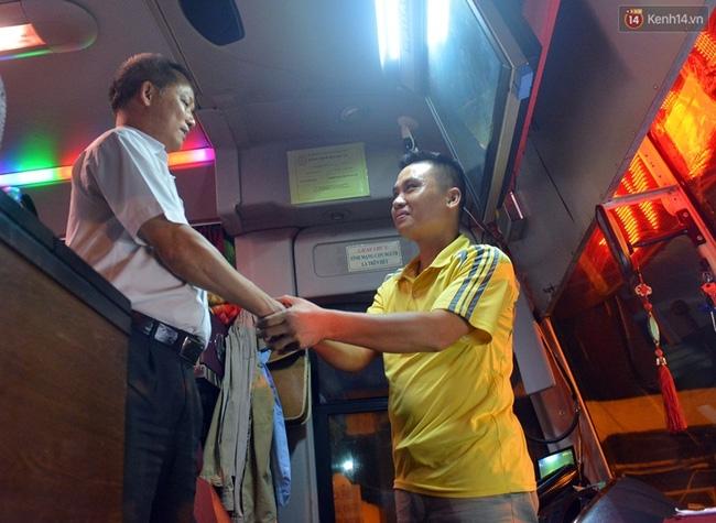 Chuyến xe cuối cùng rời bến xe Lương Yên trước khi dừng hoạt động - Ảnh 4.