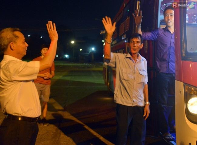 Chuyến xe cuối cùng rời bến xe Lương Yên trước khi dừng hoạt động - Ảnh 6.