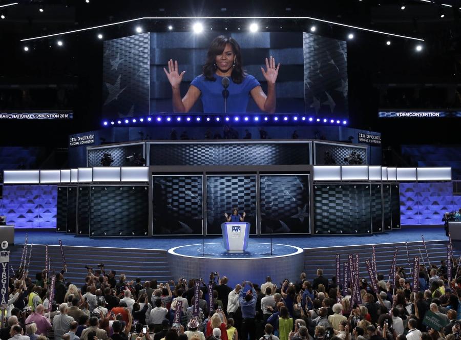 Đệ nhất phu nhân Michelle Obama phát biểu tại đại hội toàn quốc đảng Dân chủ ngày 26/7 (Ảnh: Reuters)
