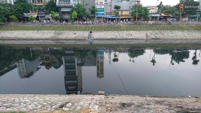 Hà Nội: Phát hiện thi thể người phụ nữ chết dưới sông Tô Lịch - Ảnh 2.