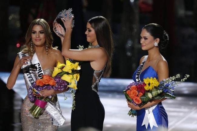 Hoa hậu bị trao nhầm vương miện từ bỏ danh hiệu Á hậu Hoàn vũ - Ảnh 1.