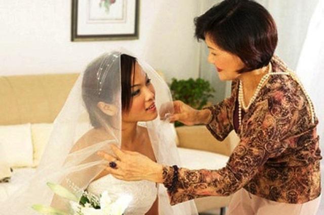 Mẹ đẻ luôn là chỗ dựa cho con gái khi xảy ra những biến cố trong hôn nhân. Ảnh minh họa