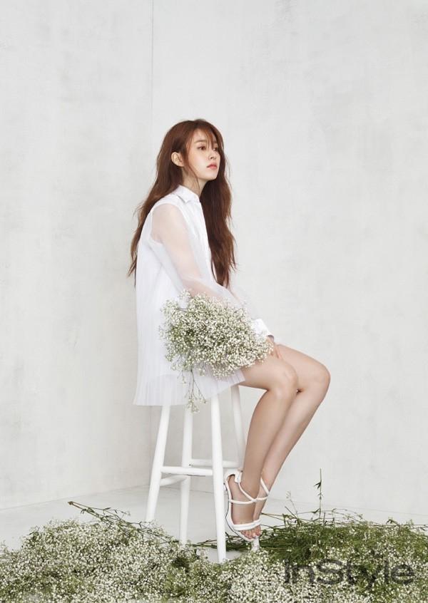 Kieu nu co trang xu Han do sac voi hoa hinh anh 3