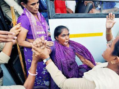 Ấn Độ: Hai vợ chồng bị giết chết vì nợ tiền mua bánh quy cho con