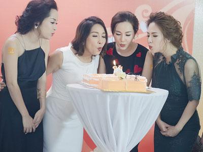 Đan Lê, Minh Hương gợi cảm đến mừng sinh nhật Mỹ Linh