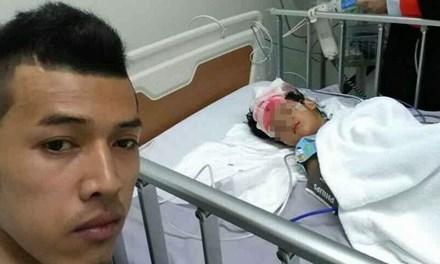 Bé Oum bị thương nặng do bất cẩn của bố.
