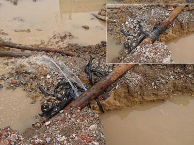 """Hà Nội: Đơn vị thi công """"đường cong mềm mại"""" làm vỡ ống nước sạch?"""