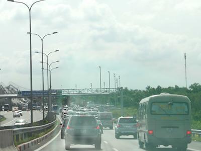 Cao tốc TP.HCM - Long Thành - Dầu Giây ùn tắc nghiêm trọng