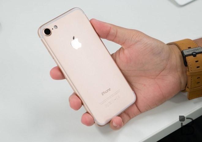 6 smartphone sang gia len ke tai VN thang 9 hinh anh 5