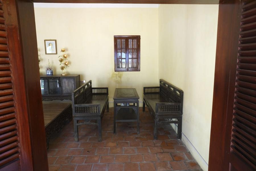 Theo lời ông Công Ngọc Dũng, ngôi nhà trước đây chỉ dành để tiếp khách chứ không để ở, sau đó được trưng dụng làm cơ sở cách mạng.