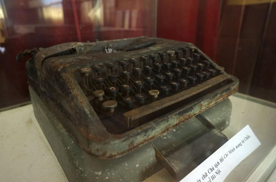 Chiếc máy chữ của Chủ tịch Hồ Chí Minh mang từ Chiến khu Việt Bắc về Hà Nội là hiện vật quý vẫn còn được lưu giữ.