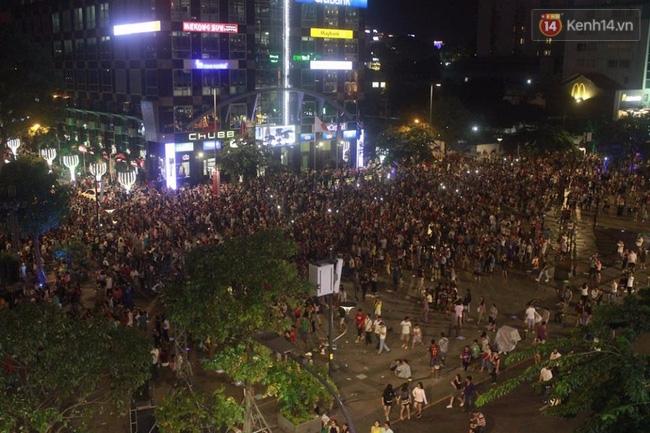 Pháo hoa rực sáng bầu trời Sài Gòn đêm Quốc Khánh - Ảnh 1.