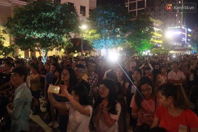 Pháo hoa rực sáng bầu trời Sài Gòn đêm Quốc Khánh - Ảnh 2.